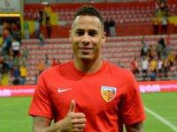 Kayserispor'un golcüsü Chery Kasımpaşa'yı da boş geçmedi