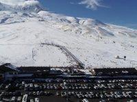 Erciyes'te Sezon Açıldı! 15 Bin Kişi Akın Etti