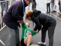 Bayılan bazı sporcular da ambulansta tedavi altına alındı
