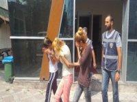 Kayseri'de evlerin kapılarını kıran hırsızlık yapan 4'ü kadın 5 kişi yakalandı