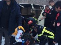 Argıncık Sinan köprüsünde Otomobil köprüden uçtu; sıkışan sürücü kurtarıldı