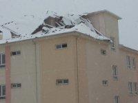 Kayseri'de Şiddetli Rüzgar Okulun Çatısını Söktü