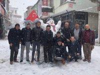 Develili esnaflardan 2 metrelik kardan adam