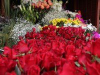 Keşke her gün sevgililer günü olsa Çarşıda 14 Şubat hareketliliği