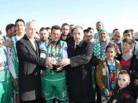 Şampiyonluk Kupası Mustafa Yalçın'dan