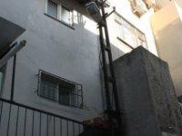 Şeker'de merdiven dayayarak ev soyan 3 kişi yakalandı
