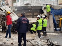 Develi'de kamyon 3 araca ve 1 apartmana çarptı 2 kişi öldü