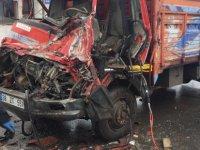 Anbar'da Kazada sıkışan kamyon şoförü ağır yaralandı