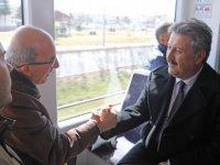 Tramvaya binen Palancıoğlu, vatandaşlarla sohbet etti