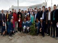 Kayseri Şehir Hastanesi'nde bin 800 fidan toprakla buluştu