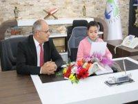 Başkan Öztürk 23 Nisan'da Öğrencileri Kabul Etti