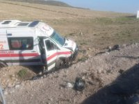 Develi'den Kayseri'ye gelen ambulans takla attı: 2 yaralı