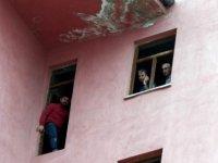 Esentepe'de İntihar için 12. kata çıktı polis ikna etti