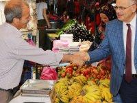 Başkan Esat Öztürk Pazar Esnafını Ziyaret Etti