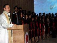 ERÜ Rektörü Prof. Dr. Mustafa Çalış; öğrencilere tavsiyelerde bulunarak;