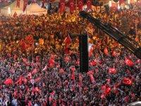 Kayseri'de on binler hain darbe girişiminin 3. yıl dönümünde kent meydanında toplandı