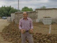Köylü yakacak tezek yapımına şimdiden başladı