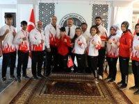 Şampiyonlar Başkan Palancıoğlu'na ziyaret etti