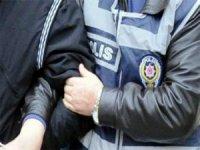 17 kök kenevir bitkisi, 104 adet ecstasy, 6,53 gram afyon sakızı, ve uyuşturucu taciri 44 kişi tutuklandı