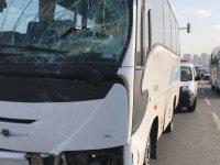 Cırgalan mevkisinde İşçi servisi otomobile çarptı: 6 yaralı