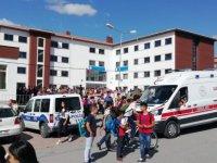 Ders esnasında üzerine kartonpiyer düşen öğrenci yaralandı