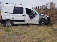 Develi'de trafik kazası şarampole devrildi 3 yaralı