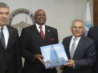 Büyükkılıç, konuk Büyükelçiyi, Başkanlık girişinde karşıladı