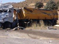 Erciyes Develi yolunda kamyon devrildi: 2 yaralı