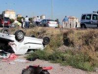 Nalçık Bulvarı Otomobil şarampole yuvarlandı: 2 yaralı