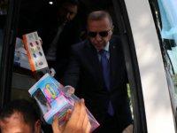 Erdoğan,çocuklara oyuncak hediye etti