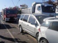 Kocasinan Yıldızevler'de 4 aracın karıştığı zincirleme kaza 5 yaralı