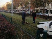 Alpaslan'da otomobil tramvay yoluna girdi