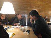 Ak Parti Kayseri Milletvekili İsmail Emrah Karayel, AP üyeleri ile görüştü