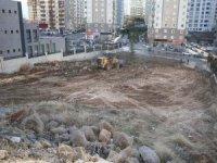 Talas Belediyesi saha temizliği yapıyor