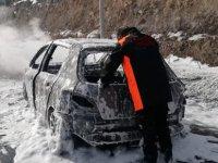 Erciyes'e çıkarken aracı yandı