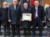 Yahyalı Belediyesi, örnek esnaflara ödüllerini vermeye başladı