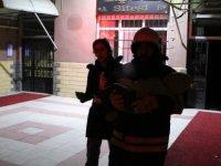 Kayseri'de 11 katlı apartmanda korkutan yangın paniği