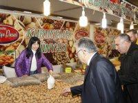 Başkan Büyükkılıç, Yöresel Ürünler Fuarı'nı gezdi