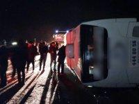 Ankara'dan-Diyarbakır' a giden otobüs Pınarbaşında devrildi: 14 yaralı