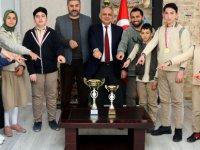 Başkan Öztürk Hacı Hasan Efendi İmam Hatip Ortaokulu öğrencilerini makamında kabul etti