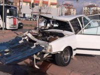 Esentepe köprülü kavşakta trafik kazası: 3 yaralı