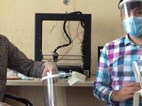 Özvatan'da doktor ve sağlık çalışanı Meslektaşlarını koronavirüsten korumak için siperlik ürettiler