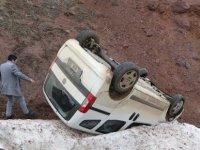 Erciyes yolunda Takla atan araçtan hafif yaralı kurtuldu