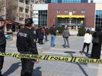 Kayseri'de PTT önünde kurallara uymayanları polis uyardı