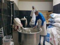 Develi'de bir fırında, her gün durumu iyi olmayan 100 aileye ekmek yardımı yapılıyor