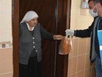 Kocasinan Belediyesi tek tek kapıları çalarak vatandaşların isteklerini karşılıyor