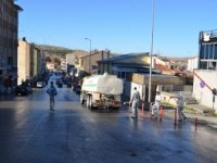 Bünyan Belediyesi sokak, kaldırım ve vatandaşların ortak kullanım alanlarını sabunlu suyla yıkadı