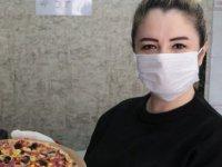 Hiç pizza yemeyen çocukların yüzünü güldürüyor