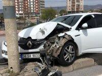 Erkekliğin onda dokuzu kaçmak kaza yaptı otomobili bırakıp kaçtı