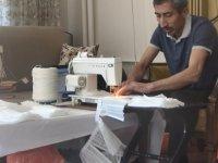 Kayseri'de Devlet memuru evinde sağlık çalışanları için bin 400 adet maske üretti